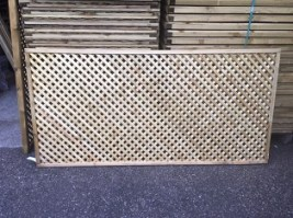 Smooth Diamond Privacy Trellis 60 x 182.8